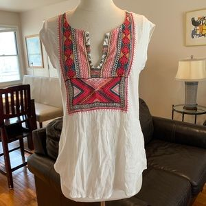 Lucky brand embroidered split top sz S